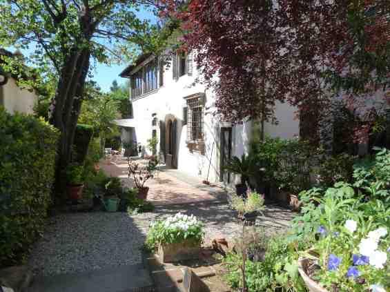 Villa Il Palmerino cour de la maison de VL